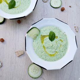 Une belle soupe froide de concombre pour un été au frais