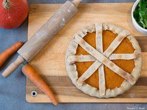 Une jolie tarte cocooning aux carottes et potimarron, à déguster bien au chaud