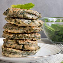 De délicieux pancakes aux épinards, avec une petite salade ou en apéro