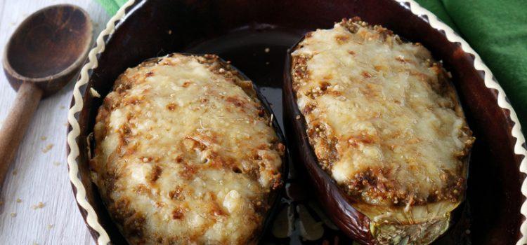 Une belle aubergine farcie au quinoa, de quoi profiter avec du fromage de chèvre et brebis