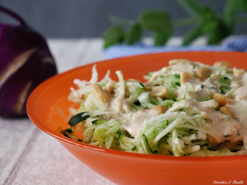 Une bonne petite salade avec du chou-rave et des concombres pour préparer un été tout en douceur et fraîcheur