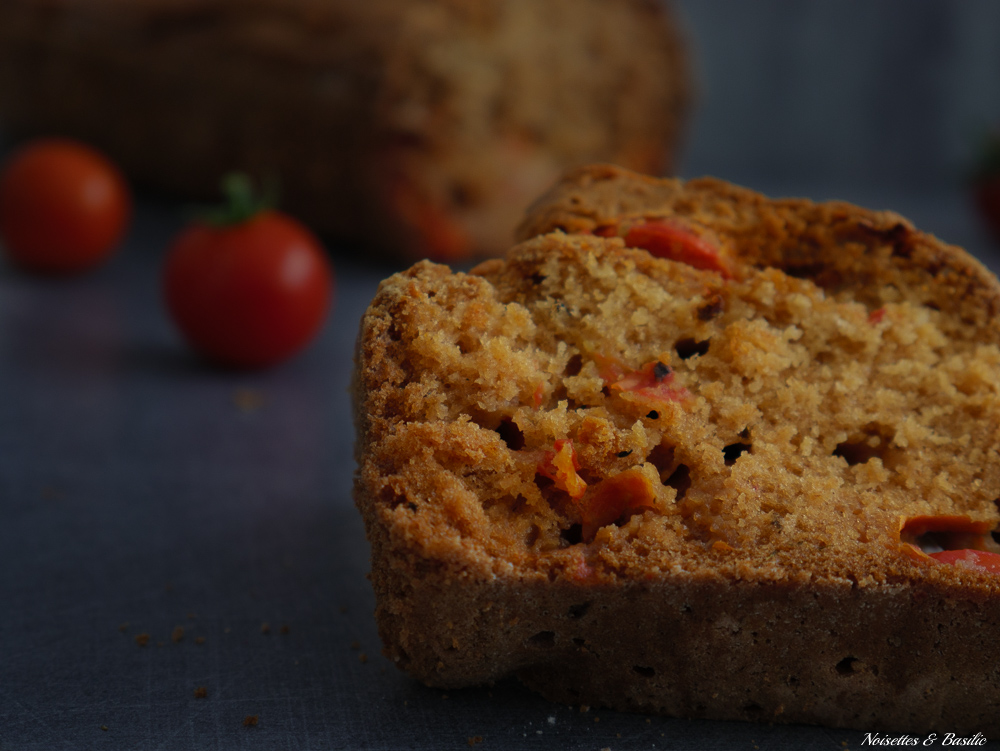 Un bon petit cake aux tomates cerise, idéal pour terminer l'été en douceur
