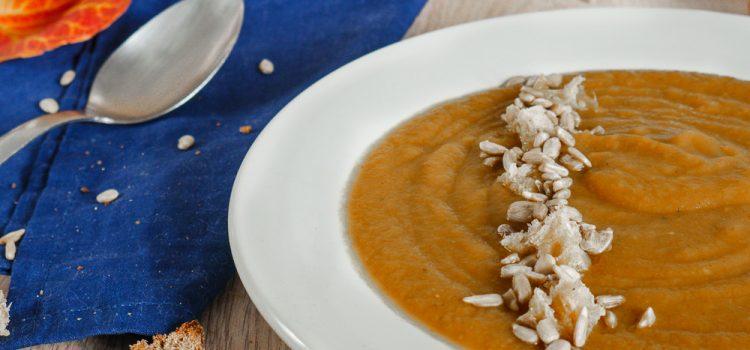 La soupe de ma Maman, c'est ma madeline de Proust. Un an après son départ, je lui rends hommage avec la soupe qu'elle faisait pour moi avec tellement d'amour.