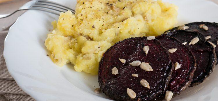 Une jolie betterave grillée avec une purée de pommes de terre pour se réchauffer en mode cocooning !